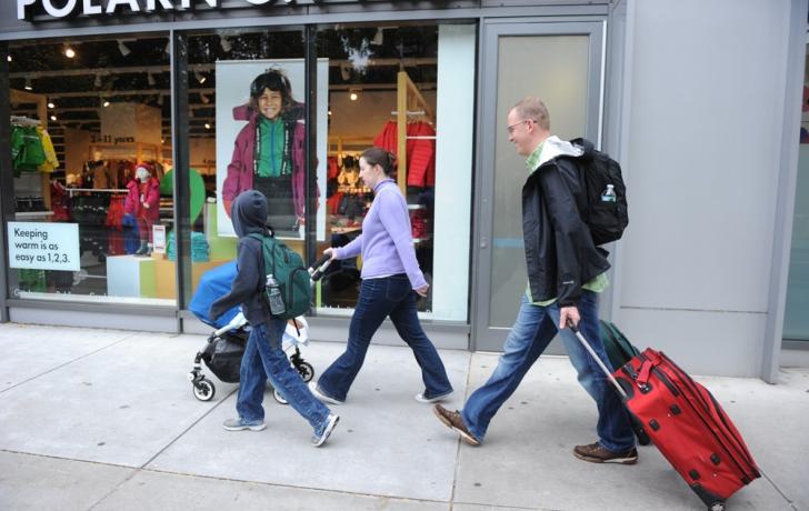 A Battery Park City family heads east. Carl Glassman/Tribeca Trib