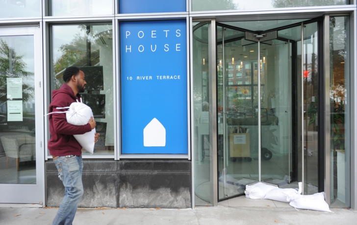 Claude McCalla, the Poets House facilities manager, places sandbags at the front door. Carl Glassman/Tribeca Trib