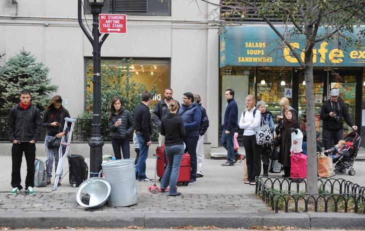 Evacuating Battery Park City residents wait at a cab stand. Carl Glassman/Tribeca Trib