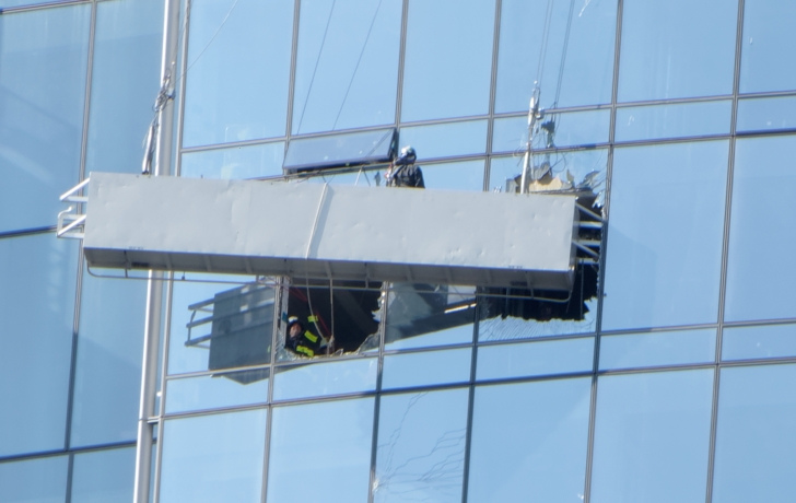 Trapped window washers dangling off Manhattan building rescued
